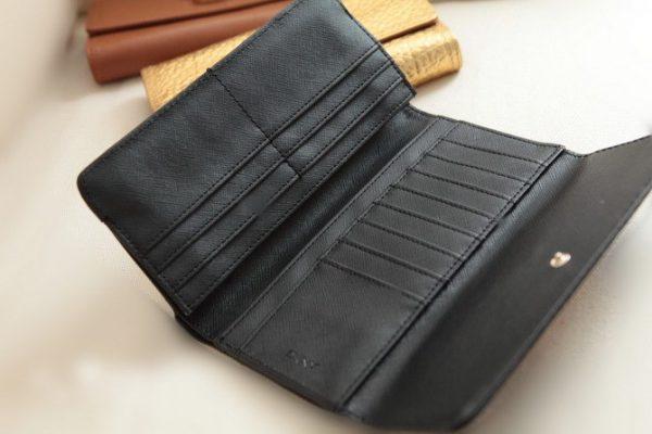 để ví da nam luôn sạch đẹp cần làm gì