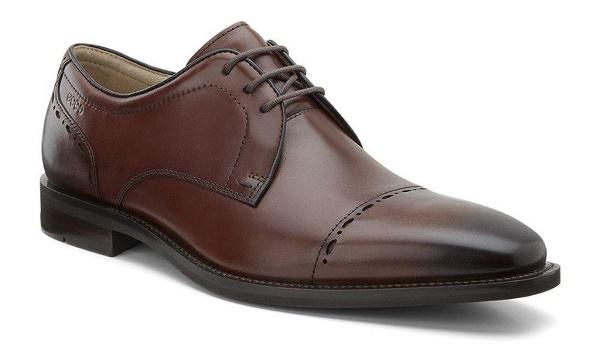 Đôi giày mũi nhọn cổ điển cũng là món quà tặng bạn trai vô cùng ý nghĩa.