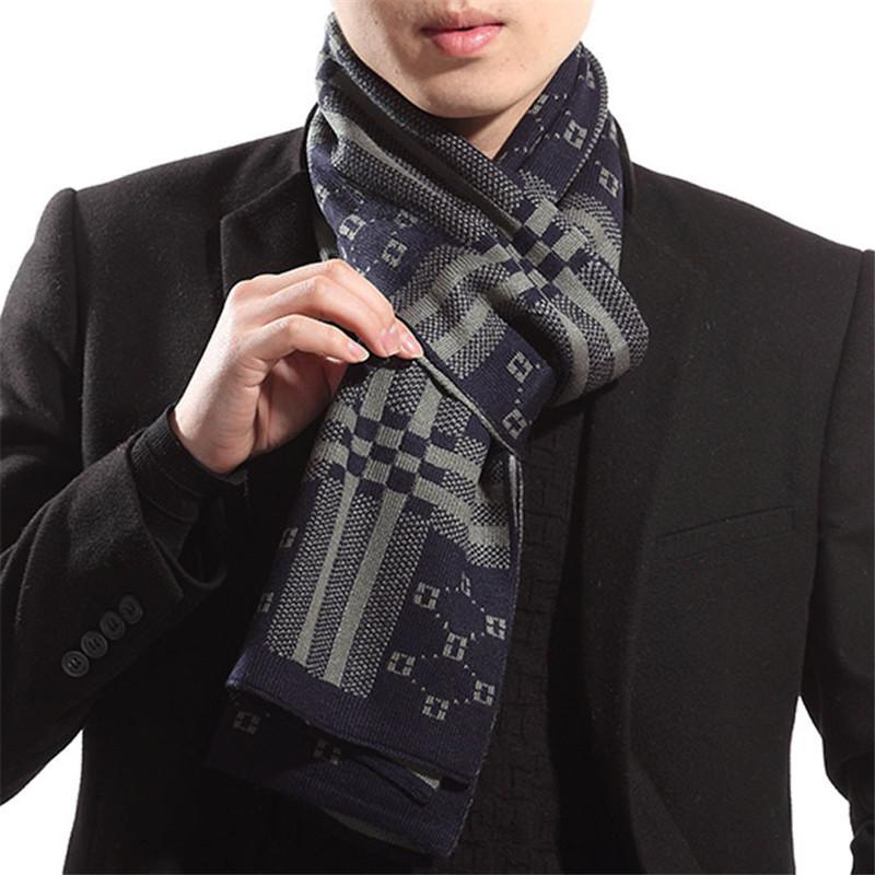 Một chiếc khăn len cho chàng trai mùa đông thêm ấm áp