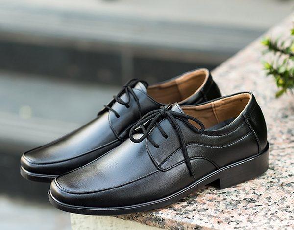 Một đôi giầy da nam là lựa chọn lí tưởng cho chàng trai mạnh mẽ, cá tính