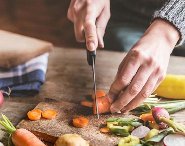 Tự chuẩn bị bữa ăn cho bạn trai sẽ là món quà sinh nhật đầy yêu thương.