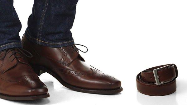Màu sắc của thắt lưng da nên phù hợp với màu sắc của giày