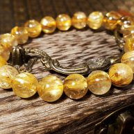 vòng tay phong thủy tóc vàng
